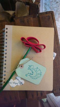 Rosa parisinna, rosa de goma eva, per Sant Jordi Arts And Crafts, Diy Crafts, Saint George, Art Plastique, Diy For Kids, Painted Rocks, Saints, Scrapbook, Martini