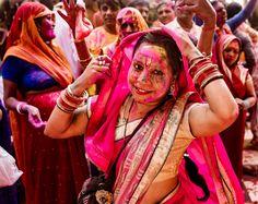 Festivaluri indiene India este tara festivalurilor si evenimentelor. Festivalurile din India sunt o parte a culturii indiene. Ele marcheaza credintele si obiceiurile tarii. India este un taram al unei immense diversitati culturale si religioase, iar aceste festivaluri exprima devotiunea poporului pentru respectiva deitate. Mostenirea tarii si cultura se reflecta in coloratele festivaluri sarbatorite in anumite perioade in India. Va propunem cateva din festivalurile majore ale Indiei in 2020 Red Leather, Leather Jacket, Indie, Victoria, Boutique, Events, Travel, Fashion, Carnival