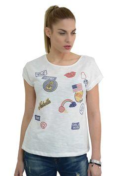 Γυναικείο βαμβακερό t-shirt με κοντά μανίκια και στάμπες.Το ύφασμα του είναι εξαιρετικής ποιότητας ελαστική βαμβακερή φλάμα. Spring Summer 2016, T Shirt, Collection, Tops, Women, Fashion, Supreme T Shirt, Moda, Tee Shirt