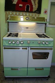 ideas for kitchen vintage retro ovens Cuisinières Vintage, Vintage Design, Vintage Decor, Vintage Furniture, Vintage Green, Vintage Modern, Kitchen Stove, Old Kitchen, Vintage Kitchen
