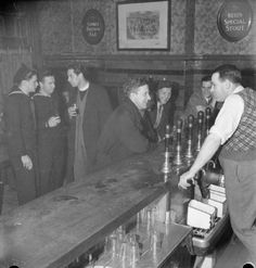 A parish priests chats with American seamen over a beer at a pub in London - Found via The Passion of Former Days 1920 London, London Pubs, East London, Old Pictures, Old Photos, Pub Interior, London History, Ww2 History, Nostalgia