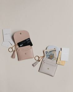 Leather Accessories, Travel Accessories, Fashion Accessories, Leather Purses, Leather Wallet, Monogrammed Luggage Tags, Photography Bags, Diy Wallet, Diy Jewelry Inspiration