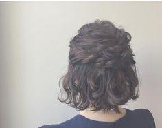 """100 Likes, 2 Comments - LOCARI(ロカリ) (@locari_hair) on Instagram: """"ヘアアレンジがしづらい長さと思われているボブも 金沢にて美容師をされている@shihopuiさんの手に かかれば普段とは違った可愛さが演出されます。 巻き髪とハーフアップだけのアレンジは…"""""""