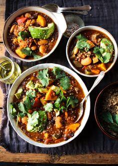 Sweet Potato, Quinoa & Bean Chilli with British Quinoa Lemon & Herb Rebel Recipes - Quinoa rezept Quinoa Sweet Potato, Sweet Potato Chili, Chilli Recipes, Vegetarian Recipes, Healthy Recipes, Vegetarian Protein, Clean Eating, Healthy Eating Tips, Healthy Bowl