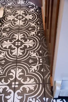49 Faux Cement Tile Painted Floor Ideas to Consider - Tuiles toilette - Painting Cement, Painting Tile Floors, Painted Floors, Diy Painting, Stenciled Tile Floor, Tile Floor Diy, Floor Stencil, Wood Floor, Basement Flooring Options