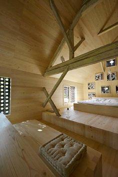 Kaikki sisätilan puupinnat on tehty paikallisesta kuusesta.