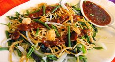 Surinaams eten – Bami Trafasie met Petjel (populairste Surinaamse groentesalade met Javaanse bami)