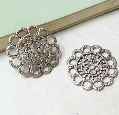 10pcs Antique Silver Lovely Filigree Flower Charm Pendants Connector 23mm AA302-1