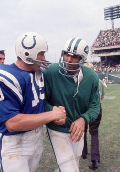 Two of the greats American football players both skilled quarterbacks for their teams Johnny Unitas of the Baltimore Colts and Joe Namath of the New York Jets. Jets Football, Nfl Football Players, Football Helmets, Football Cards, Nfl Jets, Packers Football, School Football, American Football Memes, American Football Players