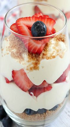 cheesecake parfait strawberry blueberry dessert quick no bake sweet sugar pudding cool summer