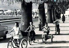 ✿ ❤ Bir zamanlar İzmir, Kordon'da üç tekerlekli bisikletle gezen çocuklar.