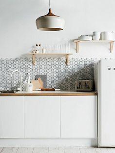 Rangement hauteur gain de place pour petite cuisine - Carrelage mural cuisine castorama ...