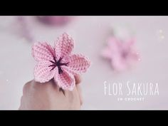 So today we got Free Crochet Sakura Flowers Pattern. You will need some simple crochet knowledge to make those beautiful crochet creations! Crochet Diy, Crochet Motif, Simple Crochet, Crochet Flower Patterns, Crochet Flowers, Yarn Flowers, Crochet Granny Square Afghan, Crochet Videos, Flower Tutorial