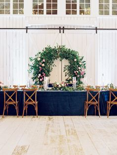 Loving this head table!| Ivory and Vine Event Co.