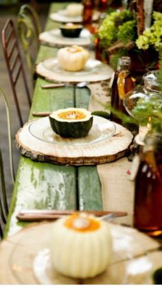 Thanksgiving Dining Table-loving the wood slices as placemats! Deco Originale, Wood Logs, Wood Tree, Wood Slab, Pine Tree, Birch Logs, Fall Dinner, Deco Table, Woodland Wedding
