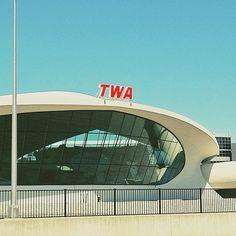 TWA Flight Center, John F. Kennedy International Airport (JFK), New York City - Eero Saarinen (1962) - Modernism/Expressionism