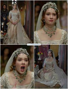 Asian Wedding Dress Pakistani, Pakistani Dresses, Fashion History, Fashion Art, Fashion Outfits, Arabian Princess, Royal Crown Jewels, Kosem Sultan, Royal Dresses