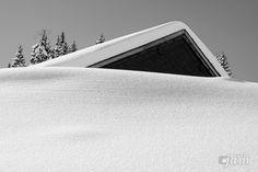 Almhüttenarchitektur im Schnee