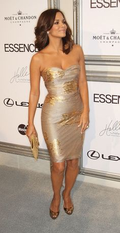 Halle Berry makes me wanna shed these 20-30lbs I seem to never be able lose, and keep em off! lol