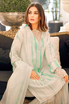 Eid Outfits Pakistani, Simple Pakistani Dresses, Pakistani Fashion Party Wear, Pakistani Dress Design, Simple Kurti Designs, Kurti Neck Designs, Stylish Dress Designs, Stylish Dresses, Casual Dresses