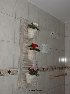 Mais uma decoração com janela antiga, está no meu banheiro!