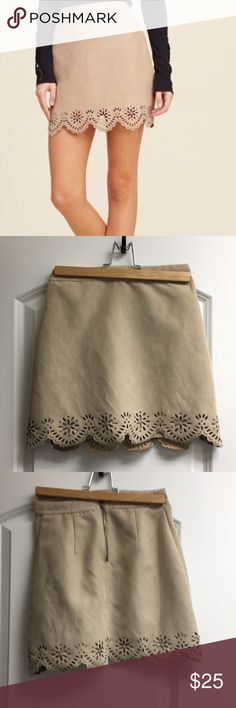 Beige Eyelet Skirt Super cute skirt from Hollister. Has only been worn a couple of times and it's in perfect condition. If you have any questions leave a comment, and make offers! Size 00/ 24 Hollister Skirts