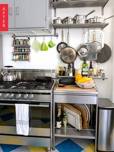 This is the best thing I ever did for organizing my pots and pans. This DIY drawer and pantry cabinet project made accessing our cookware SO much easier. Great solution if you're looking for organizing and organization ideas for small spaces. Brooklyn Kitchen, New Kitchen, Kitchen Decor, Kitchen Ideas, Space Kitchen, Kitchen Small, Kitchen Modern, Freestanding Kitchen, Industrial Style Kitchen