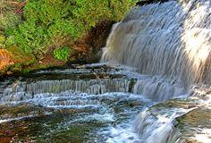 Cachoeira Belfountain, Ontário, Canadá.  Fotografia: Benny Majar no Flickr.