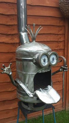 Minion fire pit - he may seem cookey, but I still find him and ALL minions cute! Easy Fire Pit, Fire Pit Bowl, Fire Pit Seating, Fire Pit Area, Minion Fire Pit, Bbq Grill, Grilling, Welding Projects, Diy Projects