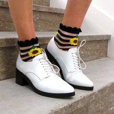 Sun dance ☀ (http://www.nastygal.com/product/sunflower-ankle-socks/)