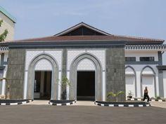 Gedung Aula Asrama Haji Pondok Gede