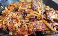 הדרך הטובה ביותר להכין חזה עוף על הפלנצ'ה - עם מרינדת פפריקה טעימה במיוחד.