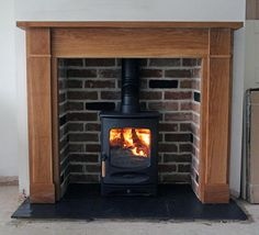 @Sue Walker C4 #woodburningstove with reclaimed brick slip chamber, slate tiled hearth and bespoke oak mantel pic.twitter.com/QbubuUo8hF