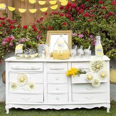 Charming Honey and Bee Party: Can't get over the presentation of this party...charming is a perfect way to describe it!