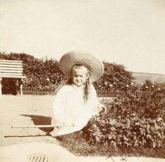 Anastasia Romanov, Krasnoe Selo, 1906