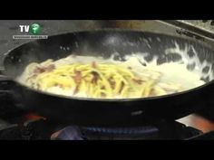 Paste carbonara - Sanatos si gustos (VIDEO) - YouTube Pasta Carbonara, Macaroni And Cheese, Spaghetti, Food And Drink, Pizza, Ethnic Recipes, Youtube, Pastries, Noodles