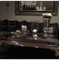 Lekkert hos @juanitamelby  #viennasalongbord140 #glam #classicliving #interiorandhome #homefashion #homedecor #interiordesign #interior123 #interior155 #coffetable #stainlesssteele #glamfurniture