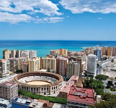 Sprachreise an die Costa del Sol #Spanien #Málaga #Sprachreisen | Kolumbus Sprachreisen https://www.kolumbus-sprachreisen.de/sprachreisen/erwachsene/spanisch/spanien/malaga/preise-malaga
