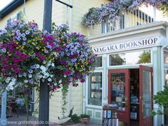 Just one of the very unique shoppes in Niagara on the Lake, Ontario, Canada SFH Adds: Still hoping to visit this amazing place. Cruise Vacation, Vacation Trips, Monuments, Wonderful Places, Beautiful Places, Places To Travel, Places To Visit, Discover Canada, Quebec City