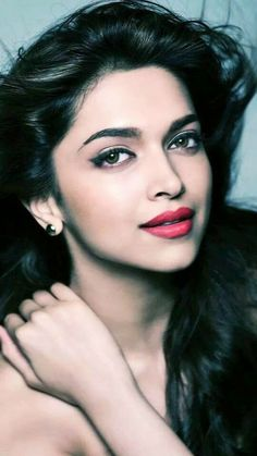 Gorgeous Indian Actress Deepika Padukone Face Pictures Gallery She Has Very Impressive Sexy Eyes Sharp Pointed Nose And Luscious Lips Most Attractive Body. Beautiful Bollywood Actress, Beautiful Indian Actress, Beautiful Actresses, Indian Celebrities, Bollywood Celebrities, Bollywood Stars, Bollywood Fashion, Indian Film Actress, Indian Actresses