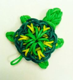 DIY your photo charms, compatible with Pandora bracelets. Make your gifts special. Make your life special! Rainbow loom turtle charm I think somebody took the kaleidoscope design and added a head and four legs. Loom Bands Designs, Loom Band Patterns, Rainbow Loom Patterns, Rainbow Loom Creations, Rainbow Loom Bands, Rainbow Loom Charms, Rainbow Loom Bracelets, Loom Band Charms, Loom Band Bracelets
