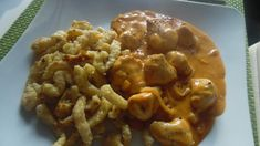 The perfect chicken in onion-paprika cream sauce and spaetzle recipe with simple … - Recipes Foods Spaetzle Recipe, Spatzle, Perfect Chicken, Tasty, Yummy Food, Onion, Food Porn, Food And Drink, Snacks