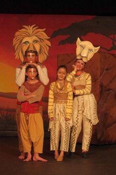 simba and nala costumes Lion King Play, Lion King Show, Lion King Jr, Musical Rey Leon, Lion King Musical, Lion King Broadway, Animal Costumes, Diy Costumes, Costume Ideas