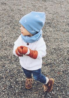 Beanie and Loop scarf for boys, Jean blue birds. Leather mittens White cloud from SOMA Original. Cute Beanies, Loop Scarf, Blue Bird, Little Boys, Mittens, Cloud, Birds, Hats, Leather