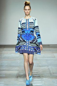 Mary Katrantzou Fall 2012 Ready-to-Wear Fashion Show - Queeny Van der Zande