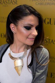Arrase no make este Carnaval! Glitter Carnaval, Make Carnaval, Beauty Makeup, Eye Makeup, Hair Makeup, Hair Beauty, Coachella Make-up, How To Make Hair, Make Up