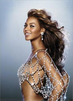 Beyonce-- Imma need to try too rock this top one day !!!!