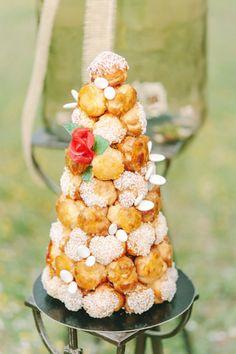 Croc en bouche wedding cake - Style Me Pretty Croquembouche, Profiteroles, Eclairs, Wedding Fotos, Wedding Fun, Wedding Images, Wedding Bells, Wedding Stuff, Wedding Ideas