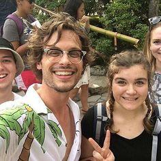 Gubler e fãs quando estava no Japão... Credit: @matthewgraygubler_gallery
