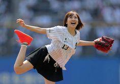 【画像あり】佐野ひなこの始球式wwwwww